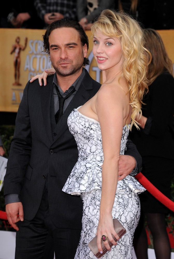 Image Gallery johnny galecki and wife
