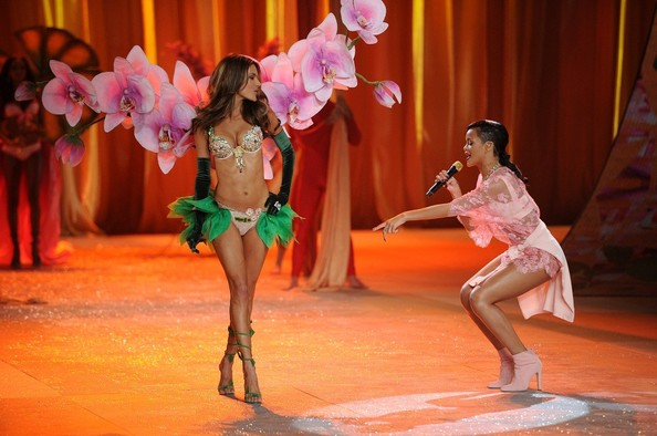 Rihanna performs at the 2012 Victoria's Secret Fashion Show..Lexington Avenue Armory, New York, NY..November 7, 2012..Job: 121107A2..(Photo by Axelle Woussen/Bauer-Griffin).