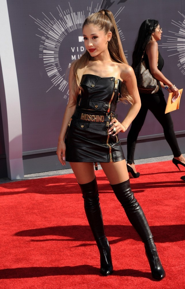 ariana grande in arrivals at the mtv video music awards