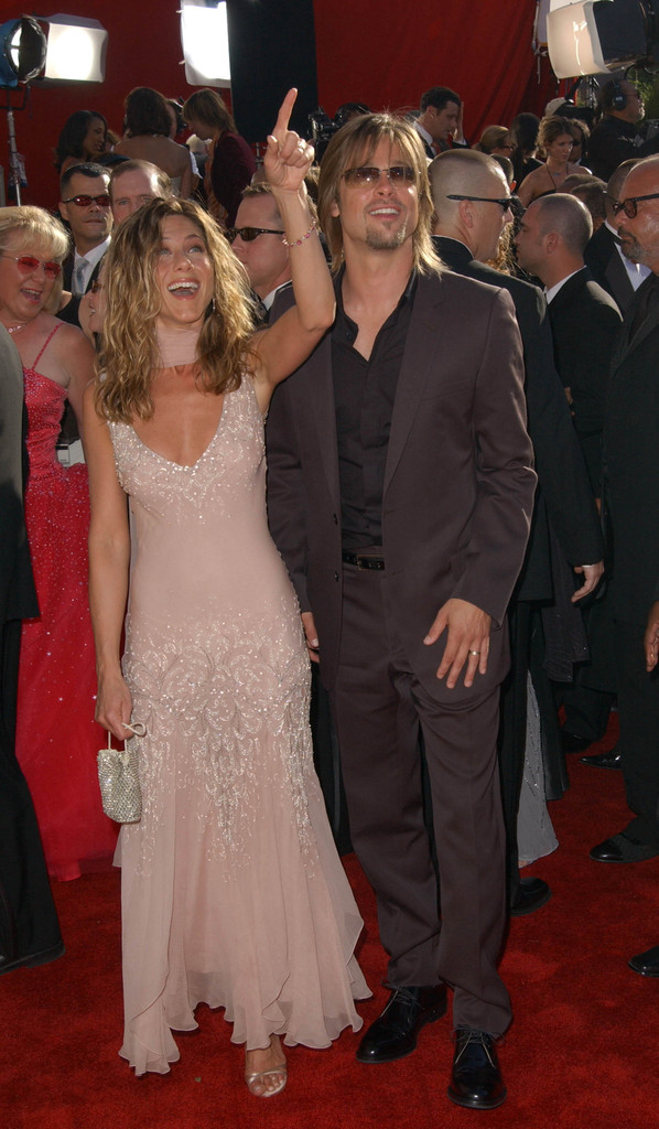 © AXELLE/BAUER-GRIFFIN.COM .THE 54TH PRIMETIME EMMY AWARDS.THE SHRINE AUDITORIUM, LA.SEP 22 2002..PIC SHOWS:.JENNIFER ANISTON AND BRAD PITT