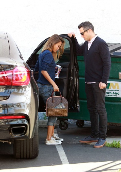 Jessica Alba And Cash Warren Pick Up A New X6 Celebrity