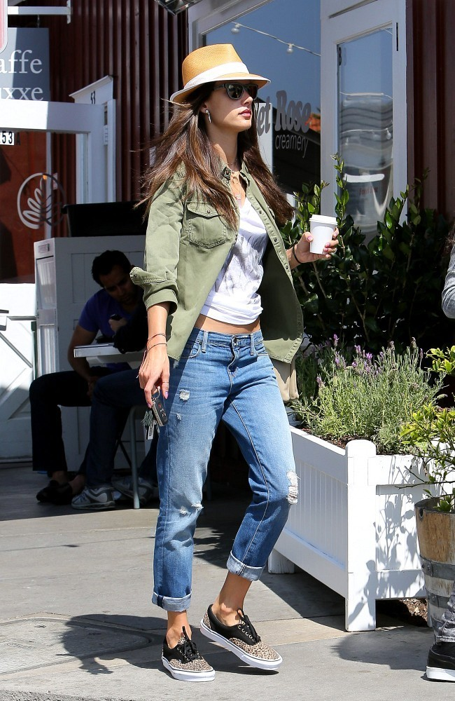 Alessandra Ambrosio Gets Coffee with a Friend