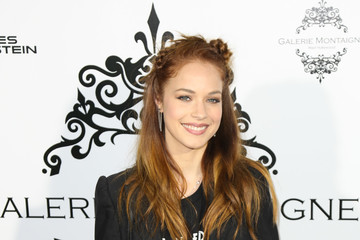 Alexis Knapp Celebs Attend the Opening of Galerie Montaigne