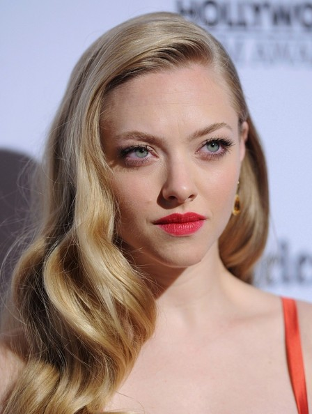 http://www2.pictures.zimbio.com/bg/Amanda+Seyfried+16th+Annual+Hollywood+Film+iaEUzRbU568l.jpg