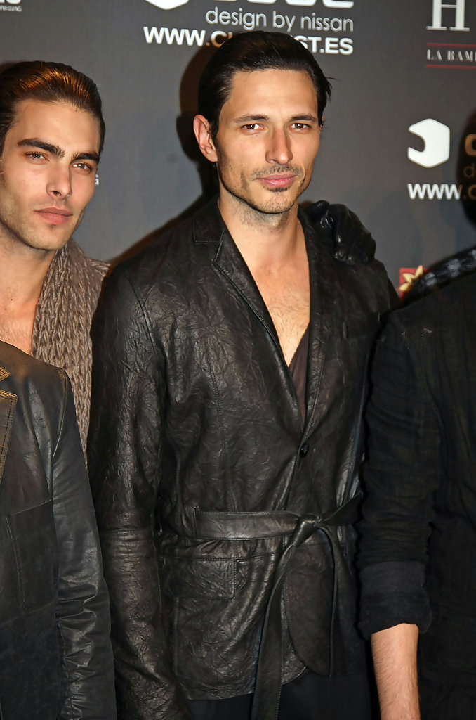 Jon kortajarena photos photos andres walks the runway for Blanca romero y jon kortajarena
