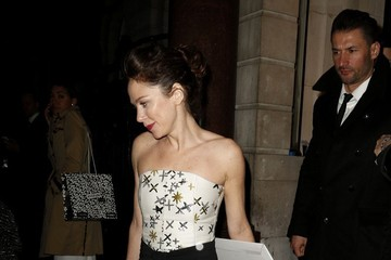 Anna Friel Anna Friel Enjoys a Late Night Out