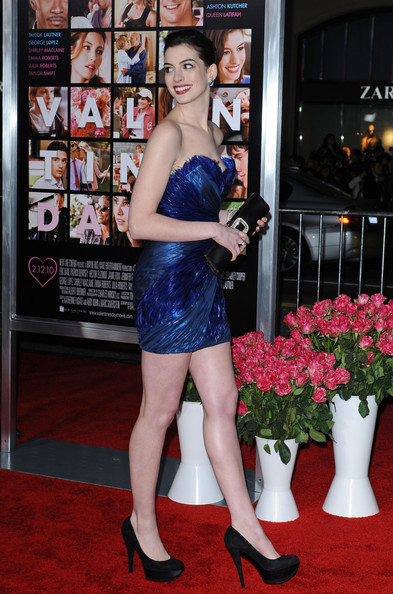 Anne Hathaway Photos Photos Valentine S Day World Premiere Zimbio