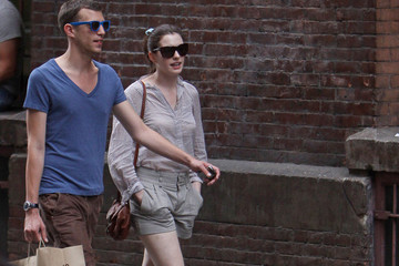 Anne Hathaway Anne Hathaway shops with a friend