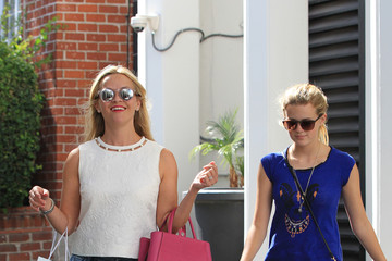 Ava Phillippe Reese Witherspoon and Daughter Ava Shop in Beverly Hills