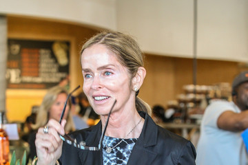 Barbara Bach Ringo Starr Goes Shopping with His Wife