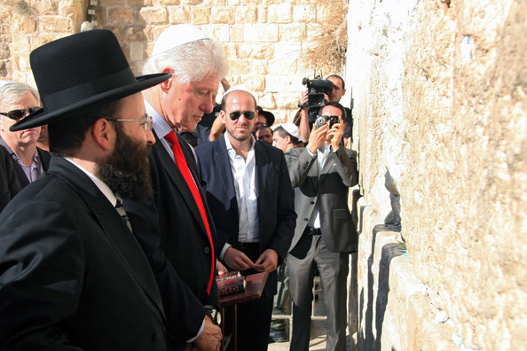 http://www2.pictures.zimbio.com/bg/Bill+at+the+Wailing+Wall+OgfA2EL2X7sl.jpg