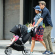 Blake Lively Blake Lively And Ryan Reynolds Take Their Daughter For A Walk