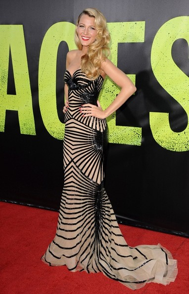 http://www2.pictures.zimbio.com/bg/Blake+Lively+Savages+Premiere+wiQg3fW1OTdl.jpg