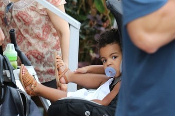 Blue Ivy Carter Beyonce Knowles and Family Go to Lunch
