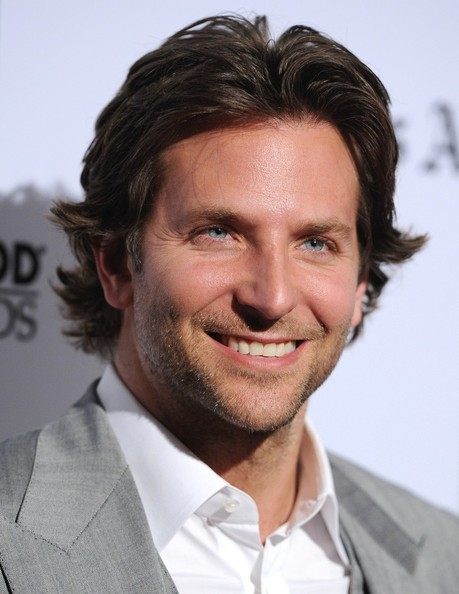 http://www2.pictures.zimbio.com/bg/Bradley+Cooper+16th+Annual+Hollywood+Film+gMYDy50gYJWl.jpg