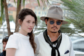 """Johnny Depp Astrid Berges Frisbey """"Pirates of the Caribbean"""" Photocall"""