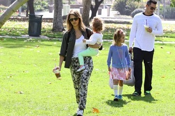 Cash Warren Jessica Alba Plays at the Park