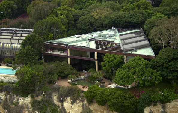 Johnny carson 39 s home in malibu ca he spent 9m for this for Glass houses for sale in california
