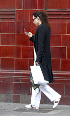 Minnie Driver Cell Phones 2003