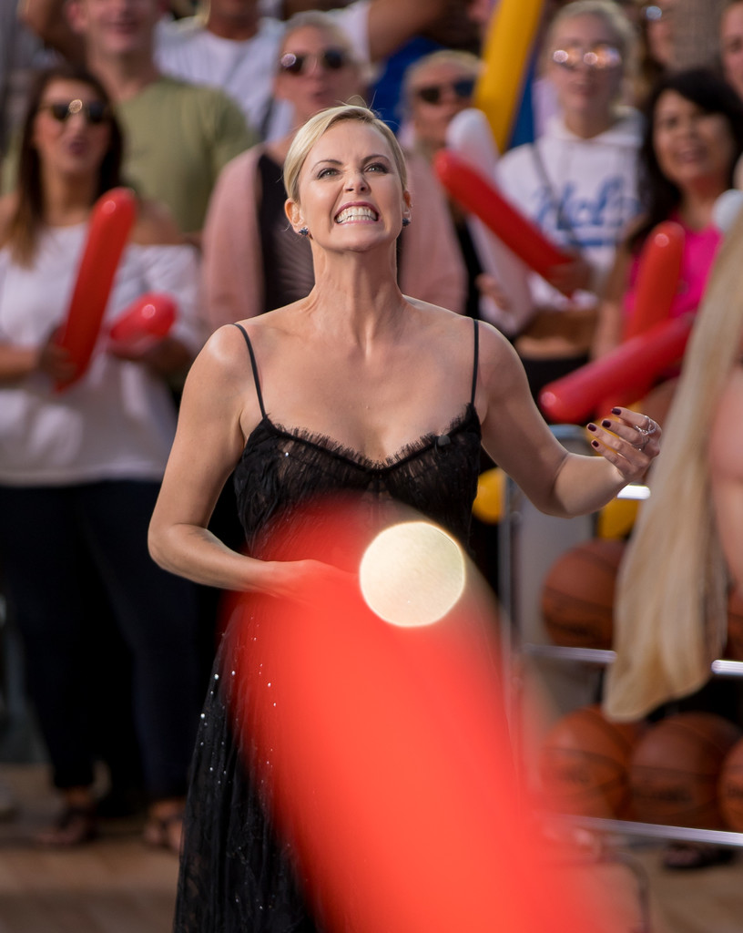 Charlize+Theron+Charlize+Theron+Plays+Basketball+BBNrNh4YZWXx.jpg