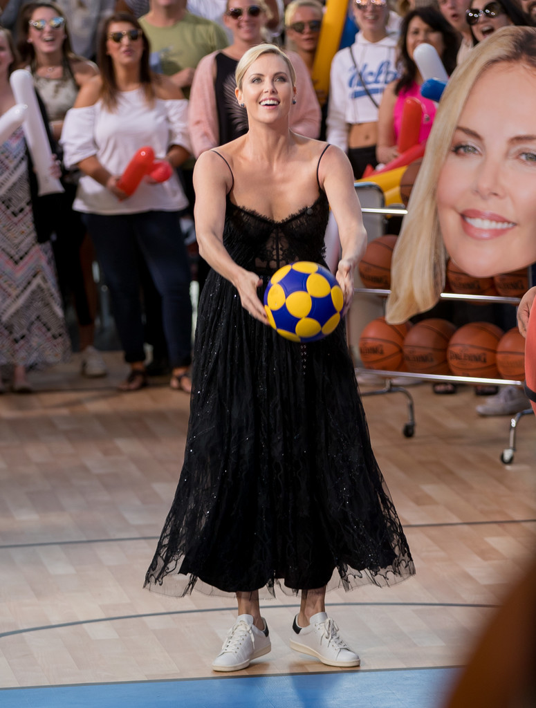 Charlize+Theron+Charlize+Theron+Plays+Basketball+MvIzWVCqMN0x.jpg