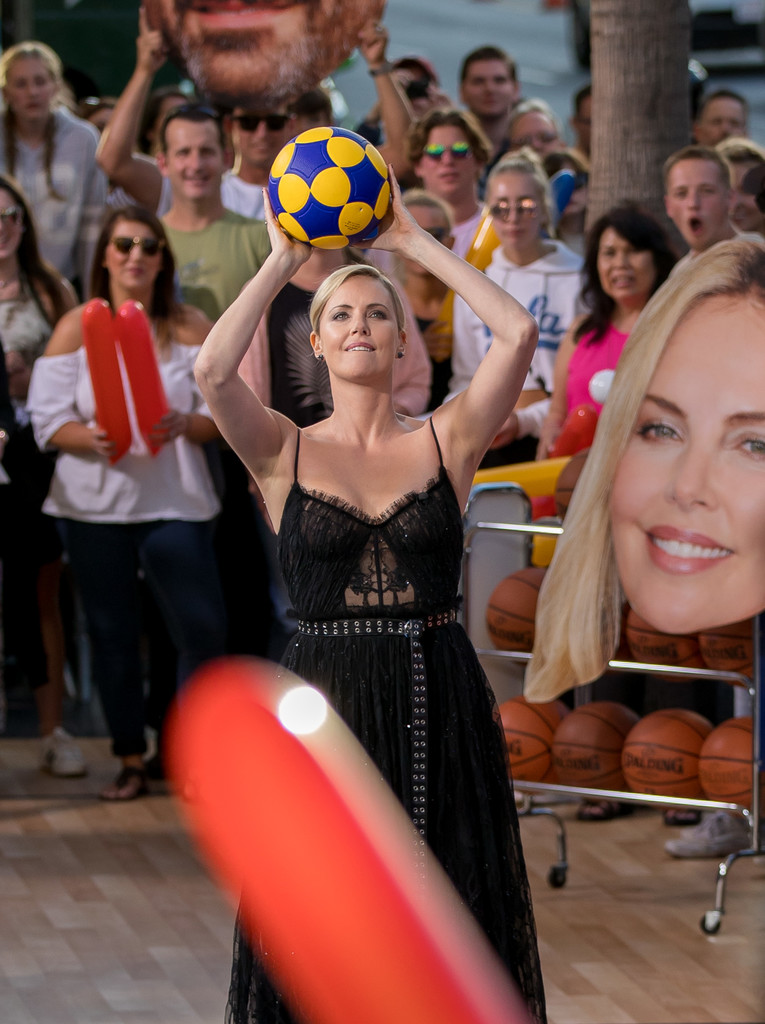 Charlize+Theron+Charlize+Theron+Plays+Basketball+zh1OOdAQmfNx.jpg