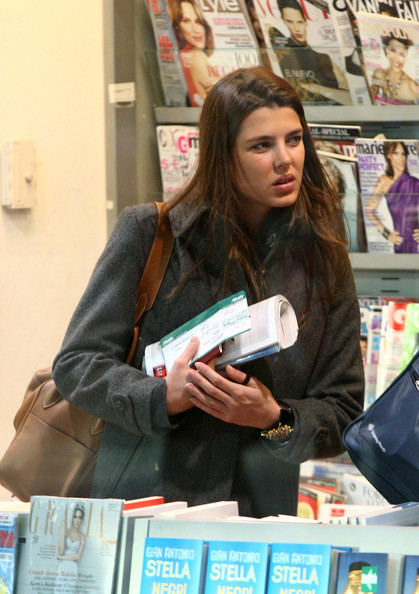 Charlotte Casiraghi arrives at the airport to catch a departing flight to Nice and stops at the newsstand to pick up some magazines.
