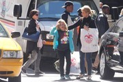 FOR USA SALES: Contact Randy Bauer (310) 910-1113 bauergriffinsales@gmail.com.FOR UK SALES: Contact Caroline 44 207 431 1598 MUST BYLINE: EROTEME.CO.UK.Cheryl Hines and daughter Catherine Rose attempt to hail a taxi on Madison Ave. after shopping at FAO Schwarz. After several attempts they appeared to have their taxi but it suddenly sped off. Finally after about five minutes they get their taxi.