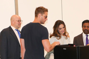 Chrishell Stause Justin Hartley and Chrishell Stause Are Seen at LAX