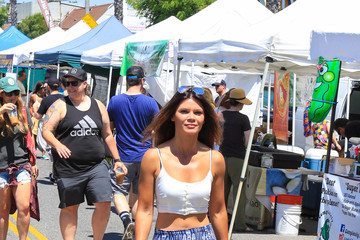 Danielle Vasinova Danielle Vasinova Walks Through the Farmers' Market in Studio City