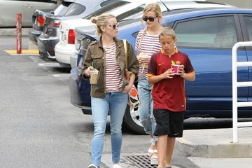 Deacon Phillippe Reese Witherspoon Grabs Yogurt