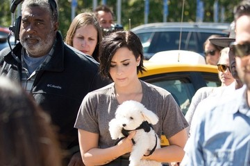 Demi Lovato Demi Lovato Visits the 'Extra' Set