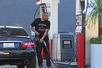 Donald Faison Donald Faison Gets Gas