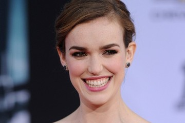 Elizabeth Henstridge 'Captain America: The Winter Soldier' Premiere
