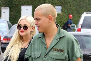 Evan Ross Ashlee Simpson Eats Out