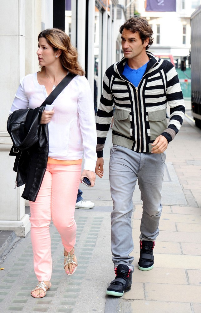 Fotos de la parejita - Página 11 Federer+wife+out+London+tCFoaqsAvU_x
