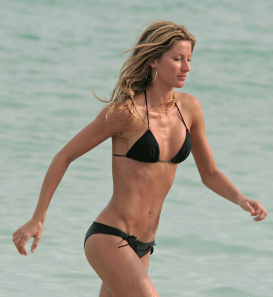 Gisele Bundchen On The Beach 12 Of 19