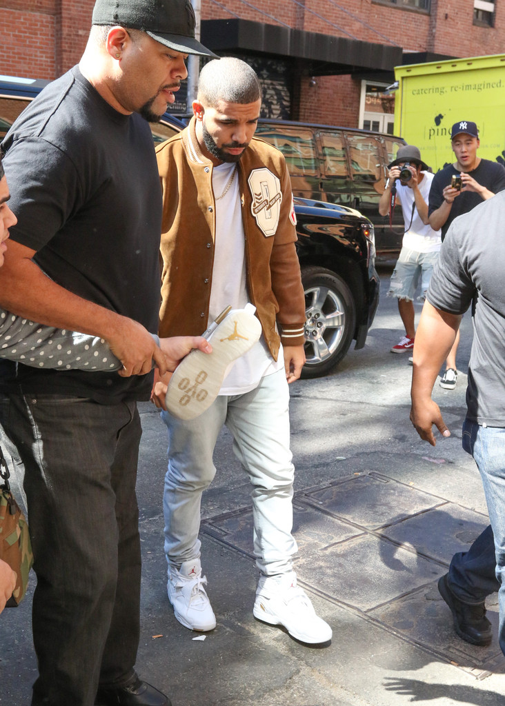 drake photos guests arrive at the kanye west fashion