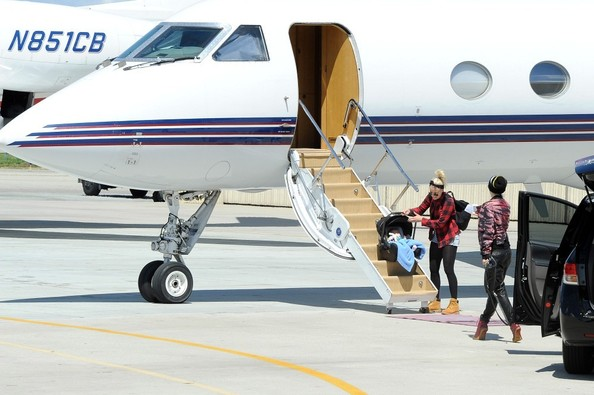 Gwen Stefani Heads Out on a Private Jet