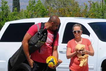 Hank Baskett Kendra Wilkinson Out with Her Family