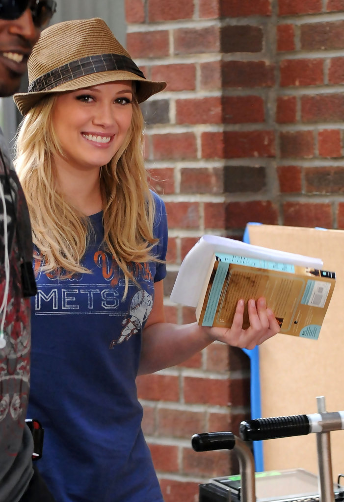 hilary duff in hilary duff and blake lively on the set of