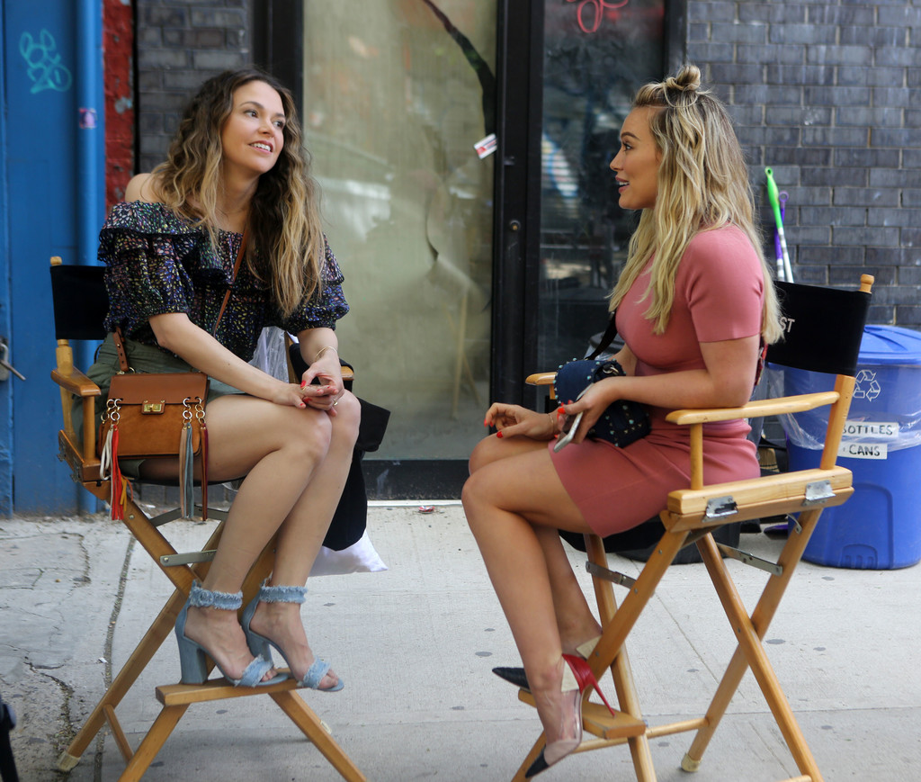Hilary+Duff+Sutton+Foster+set+2AQ615tyfhOx.jpg