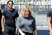 Hilary Duff and Mike Comrie are seen on the set of her latest music video.