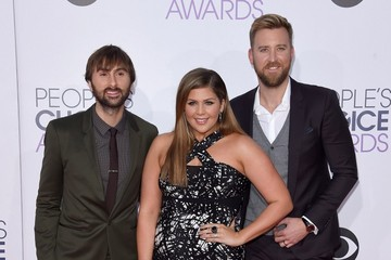 Hillary Scott Arrivals at the People's Choice Awards