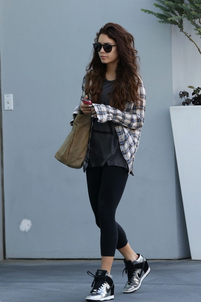 vanessa hudgens photos photos vanessa hudgens leaves the