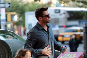 Hugh Jackman Hugh Jackman Drops Ava Off at School