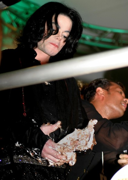 Exclusif ***Michael Jackson in a Food Fight *** Jacko+cake+fight+Carters+VKl7ZDxeTLQl