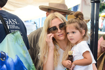 Jagger Ross Ashlee Simpson And Evan Ross With Daughter Jagger Ross At The Farmer's Market In Los Angeles