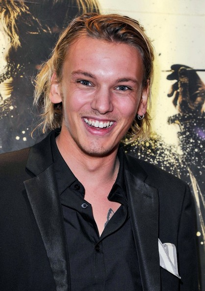 "Jamie Campbell Bower Photos Photos - ""Anonymous"" Premieres ..."