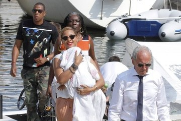 Jay-Z Beyonce Knowles Beyonce and Family Leave France